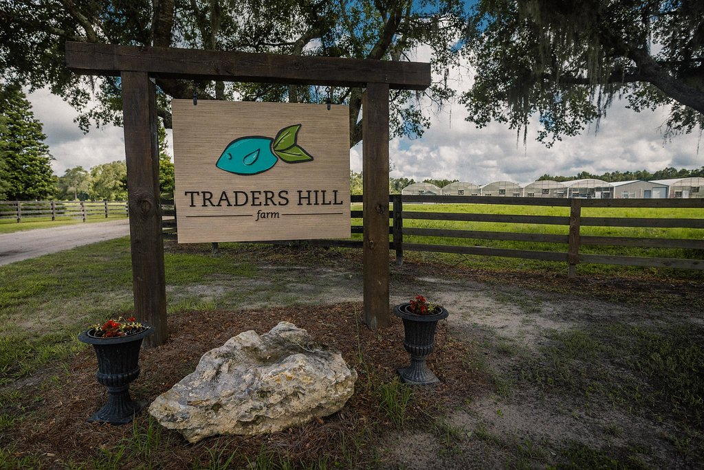 traders hill farm sign